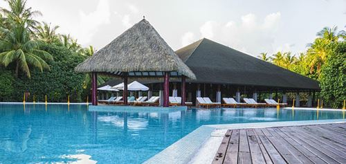 Hotel exótico con piscina